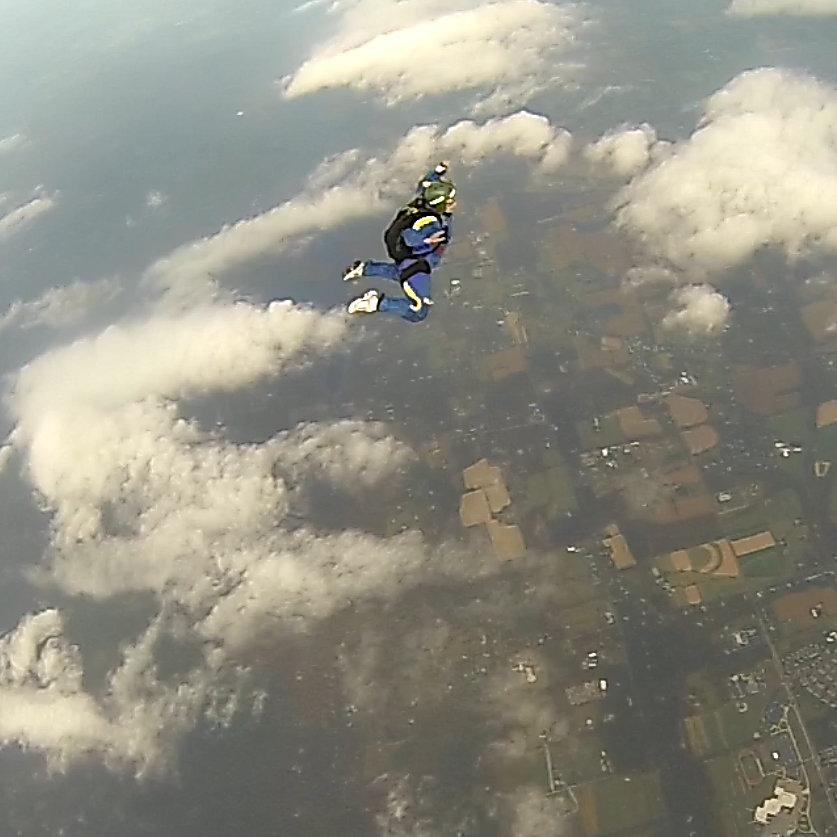 alina_skydiving_3