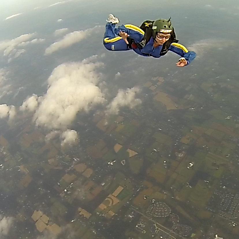 alina_skydiving_1